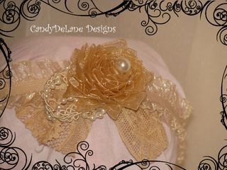 Single rosette with pearl lace and feather cream headband