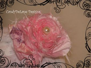 Single rosette with pearl and feathers pink headband